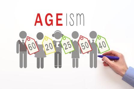 На схематичных человечков вешают ярлыки с указанием возраста